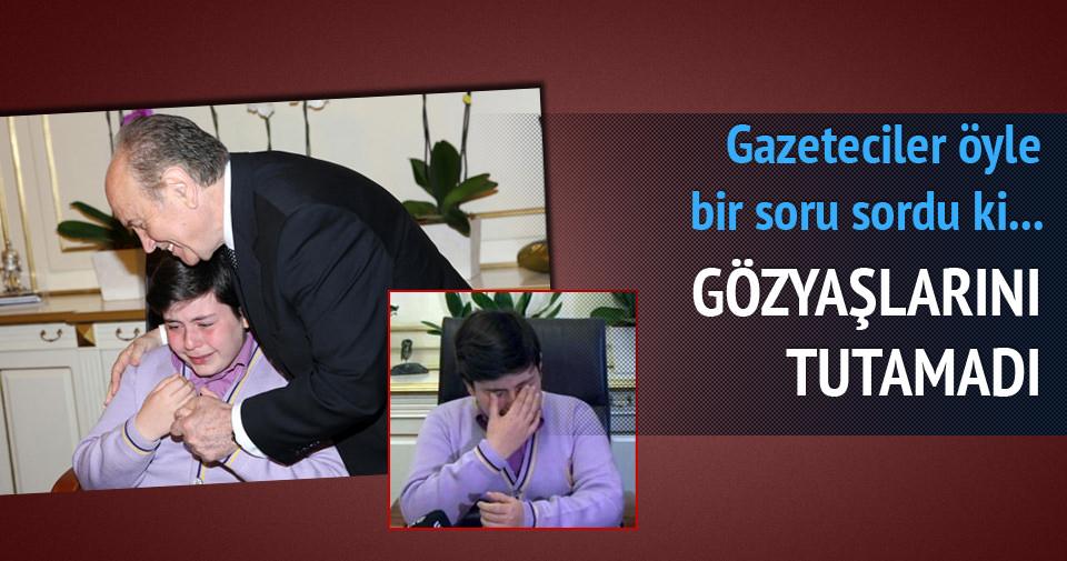 İstanbul'un yeni belediye başkanı gözyaşlarını tutamadı