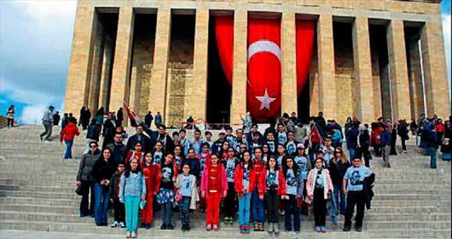 İzmir'den Ata'yı ziyarete gittiler