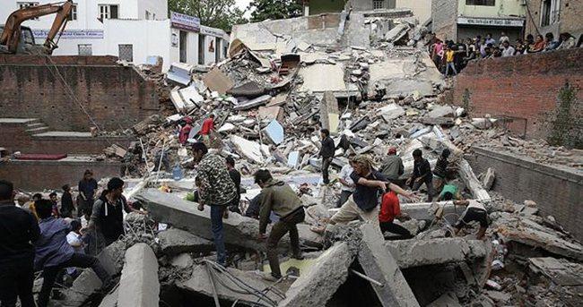 Nepal'deki deprem çığ felaketine yol açtı