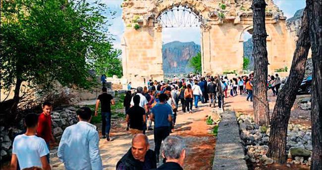 Anavarza Antik Kenti halkın ziyaretine açıldı