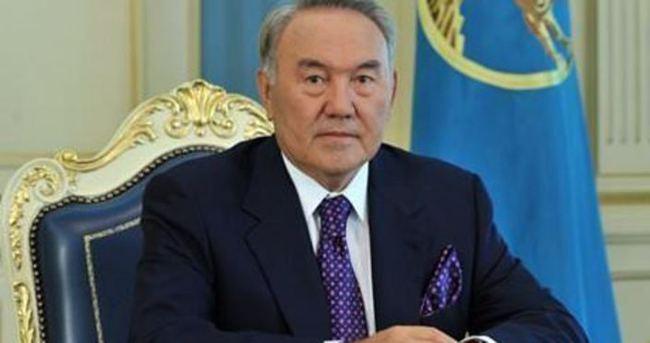 Kazakistan'da Nazarbayev yeniden başkan