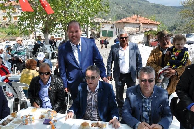 Edremit'in Narlı Mahallesinde Hayır Yemeği Yapıldı
