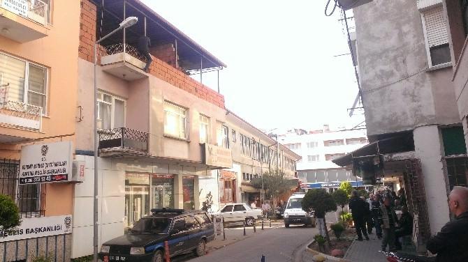 Balkondan Atlamak İsteyen Şahsı Polis Kurtardı