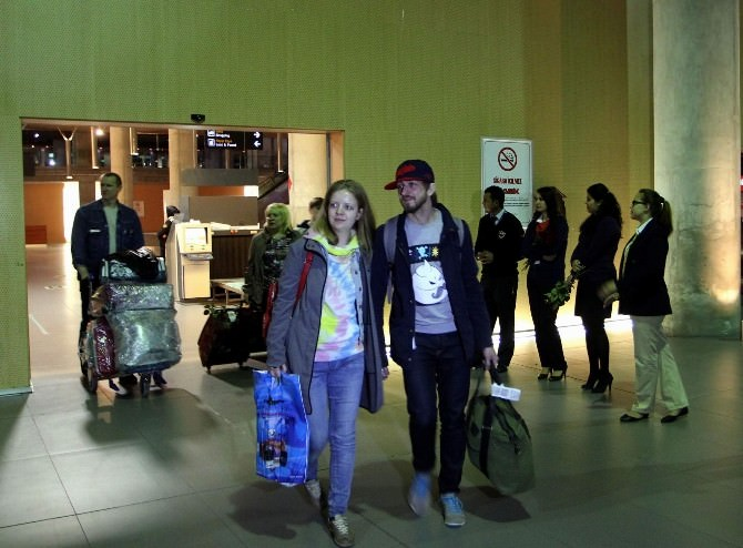 Dalaman'a İlk Rus Turist Kafilesi Geldi