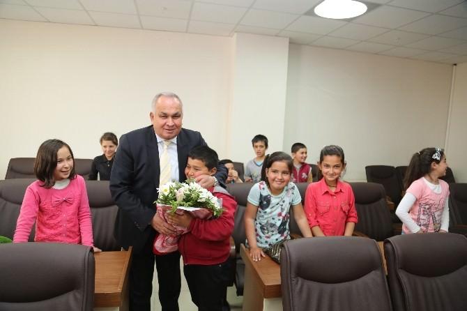 Öğrencilerden Başkan Tollu'yu Ziyaret