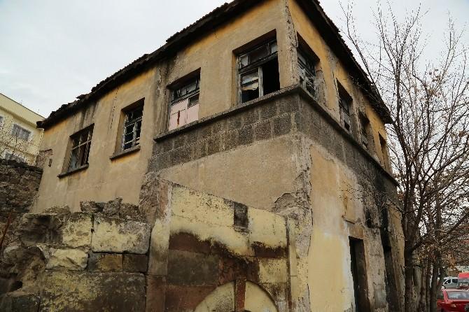 Sırçalı Kümbet İle Gavremoğlu Evi Melikgazi Belediyesine Emanet