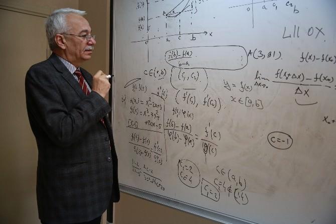 Bayburt Üniversitesi Öğretim Üyesi Prof. Ayazoğlu En Başarılı Bilim İnsanları Arasında