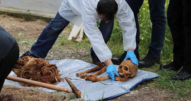 Mezarlıktaki çuvalda insan kemikleri bulundu