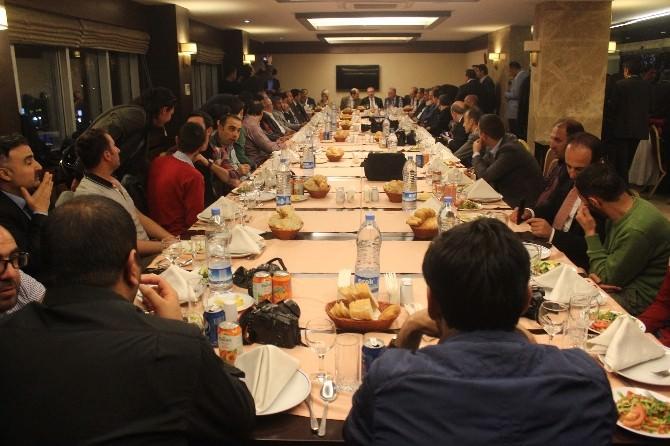 AK Partililer Basınla Bir Araya Geldi