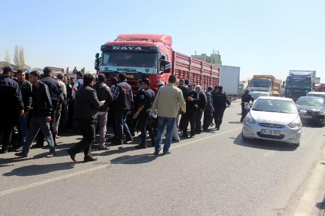 Kayseri'de Kamyoncular Yol Kesip Eylem Yaptı
