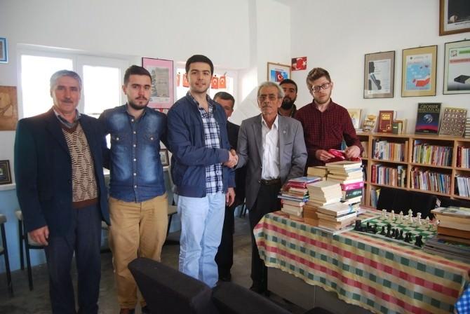 Malkara'da AK Partili Gençler Kitap Bağışı Yaptı