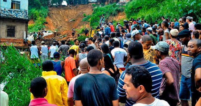 İki ülkede toprak kayması: 66 ölü