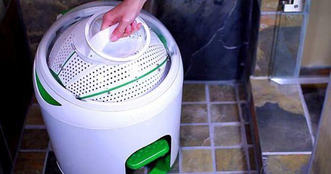 İnsan gücüyle çalışan çamaşır makinesi