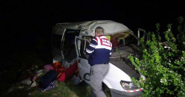 Feci kazada 3 ölü, 12 yaralı