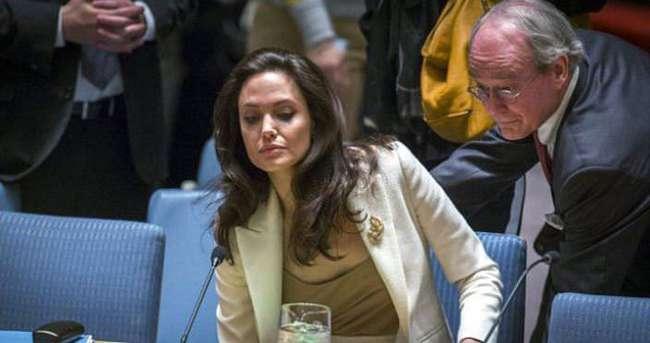 Angelina Jolie, BM toplantısına sütyensiz gitti