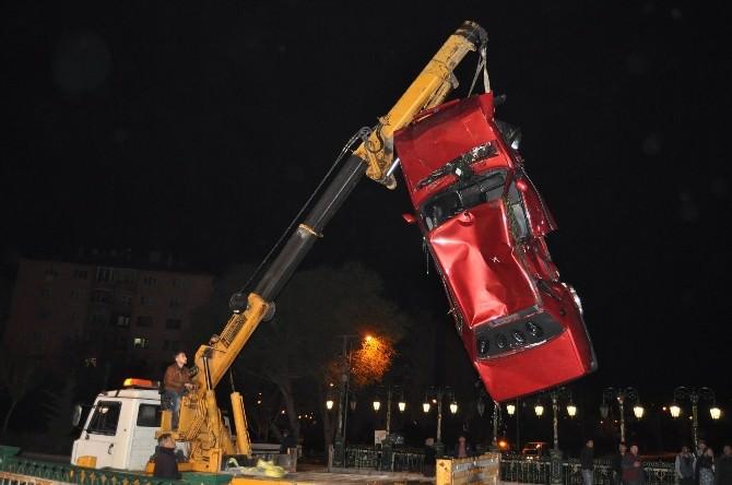 Eskişehir'de Otomobil Sulama Kanalına Uçtu: 1 Yaralı