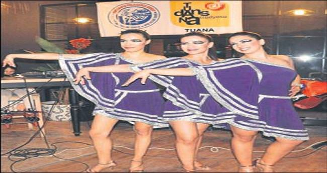 Denizli'de 150 dansçı Dans Günü'nü kutladı