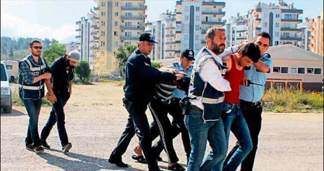 Suriyeliler birbirine girdi