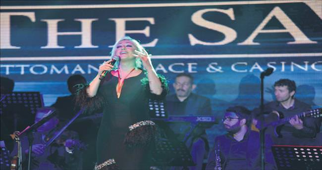 Nostalji kraliçesi pop şarkılarla şaşırttı