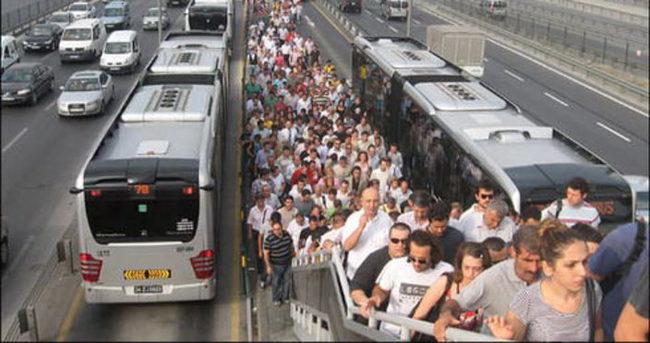 Metrobüs durağında taciz