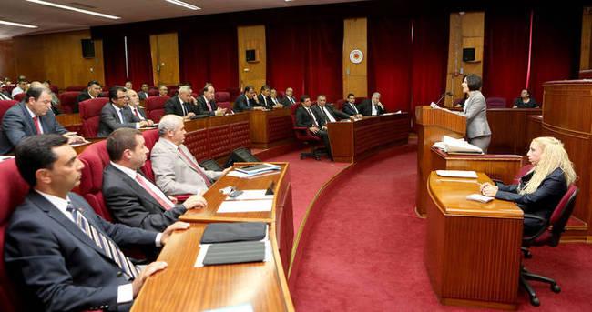 KKTC Meclisi'nde gergin anlar