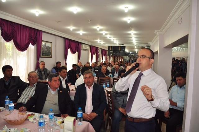 AK Parti Milletvekili Adayı Turan, Ezine'de Muhtarlarla Bir Araya Geldi