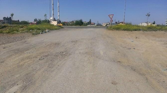 Edremit'te Bozuk Yollar Sürücülere Çile Çektiriyor