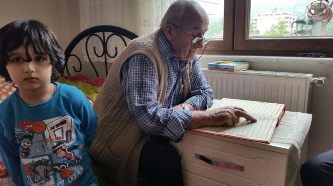 70 Yaşındaki Dede Kur'an Okumayı Öğrendi
