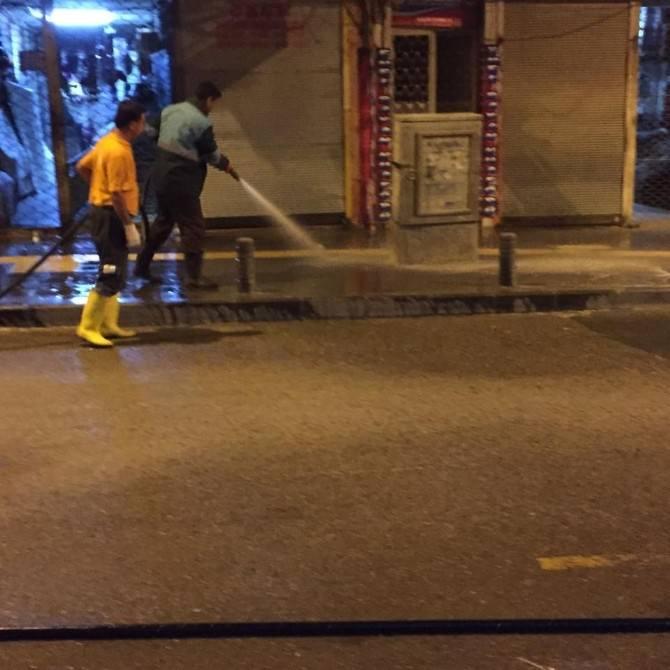 Caddelere Gece Duşu