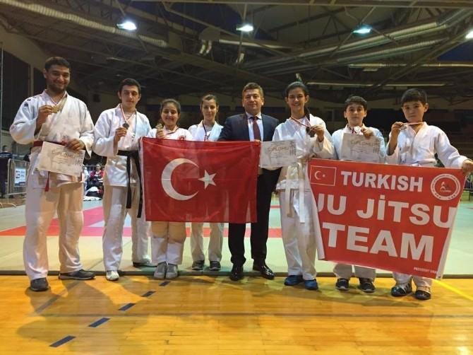 Beydağ'dan Çıktı Türkiye'yi Temsil Etti