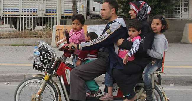Motosiklete tam 6 kişi bindiler