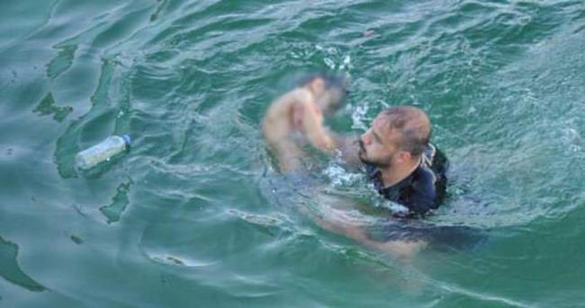 Yağmur suyu dolu havuza giren çocuk boğuldu