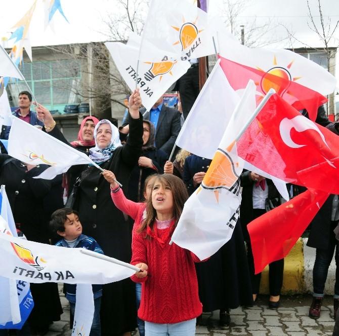 Prof. Dr. Çaha HDP'lileri Alkışlatarak Onure Etti