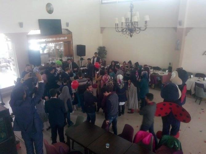 AK Parti Gençlik Kollarından Kimsesiz Çocuklara Jest!