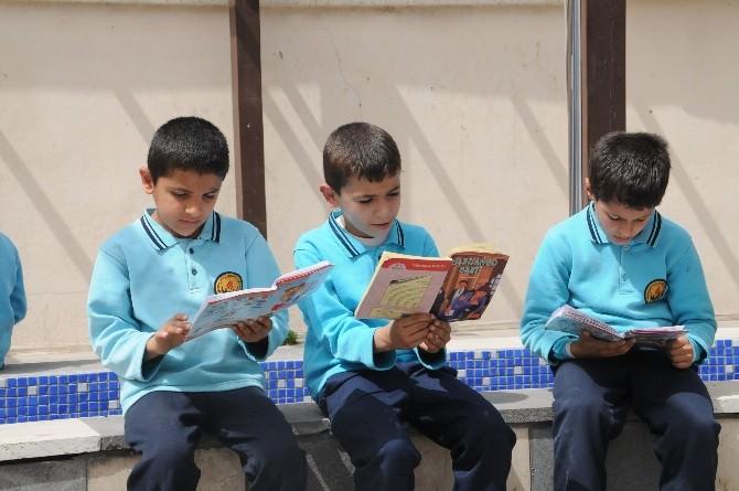 Cizre'de 'Kitap Okuyoruz' Kampanyası