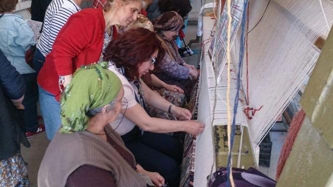 CHP'li Biçer, Tekstil Tezgahının Başına Geçti