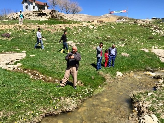 Korkuteli İmecik Yaylası'nda Suyun Debi Ölçüldü