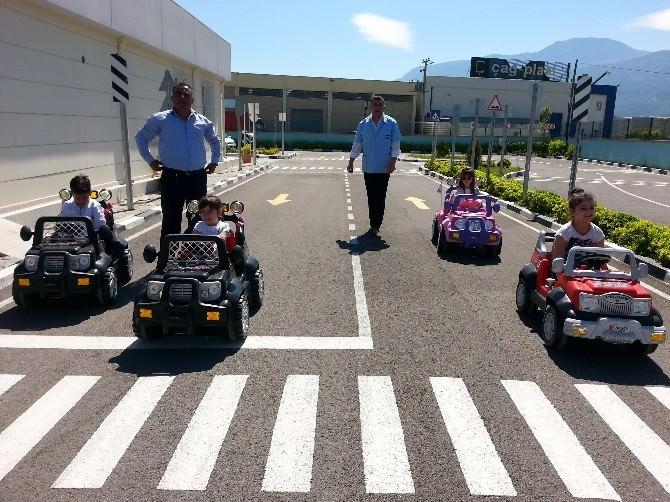 Manisa Büyükşehir Belediyesinden Miniklere Trafik Eğitimi