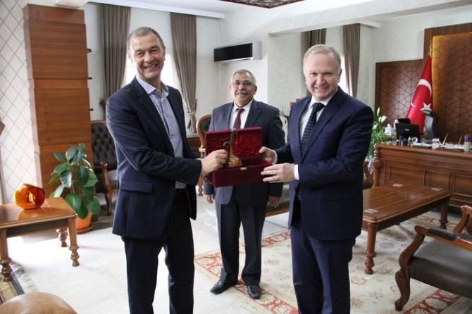 Cadaujac Belediye Başkanı Gazeau'dan Vali Ceylan'a Ziyaret