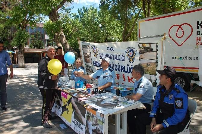 Demokrasi Parkında Trafik Bilgilendirme Standı Açıldı