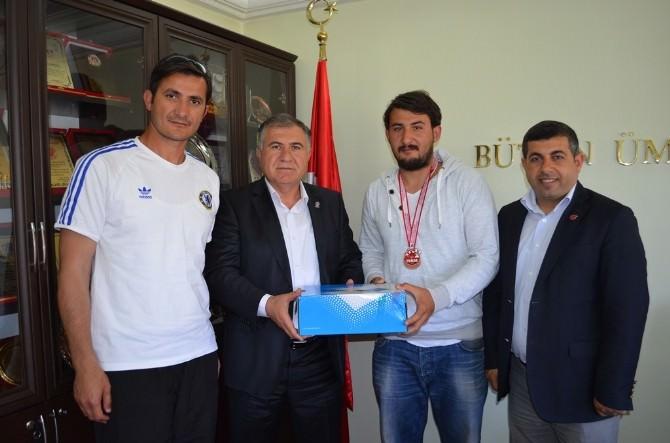 Vola Şampiyonu, Bağcı'yı Ziyaret Etti