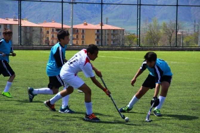 Erzincan'da Çim Hokeyi Heyecanı
