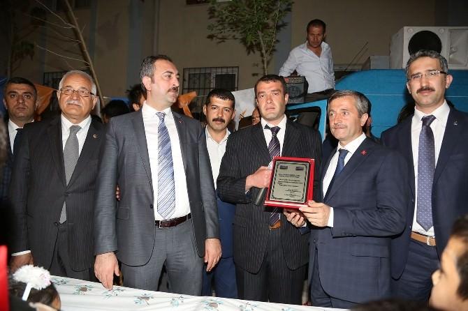 Vatandaştan Başkan Tahmazoğlu'na Teşekkür Plaketi