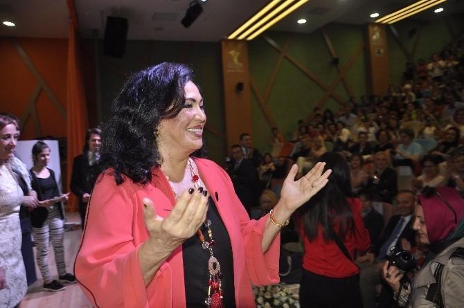 """Türkan Şoray Öğrencilere """"Anneliği"""" Anlattı"""