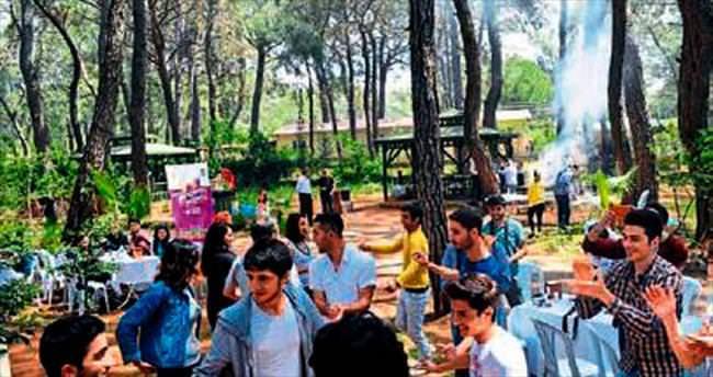 Polis ile gençler piknikte buluştu