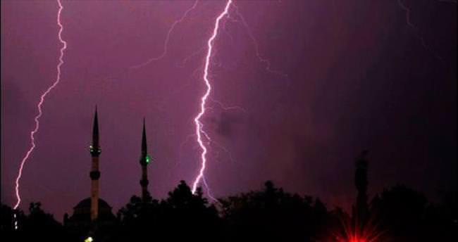 İstanbul'u şiddetli yağmur ve fırtına vurdu