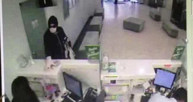 Maskeli soyguncu bankada dehşet saçtı