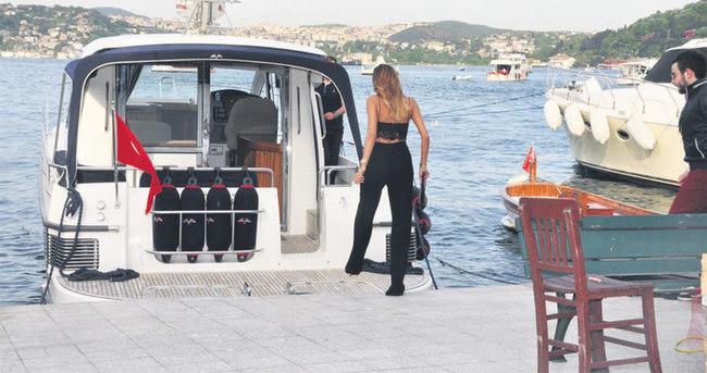 Hacı Sabancı'nın teknesi Özge Ulusoy'un emrine amade
