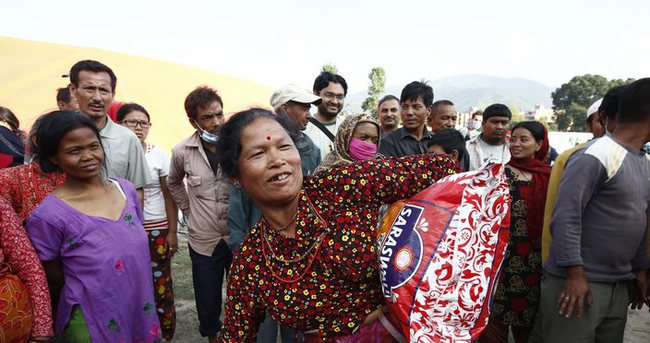Sadakataşı Derneği Nepal de insani yardımlarını sürdürüyor.