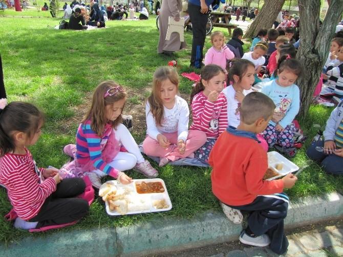 Minik Öğrenciler 'Şükür Duası' Yemeğine Katıldı